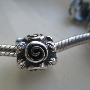 Pandora Rose leaf 790136 bead swirl